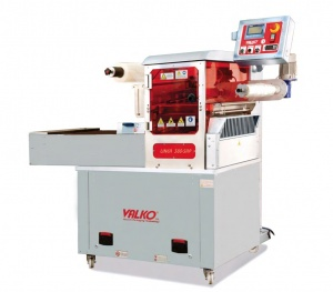 This is an automatic meal packaging machine ideal for packaging ready meals, meats, fish, sea foods, salads or any application where production demands are high. It is a very sturdy machine and is easy to clean.